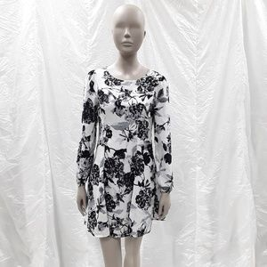 EVERLY white black long sleeved Floral mini dress